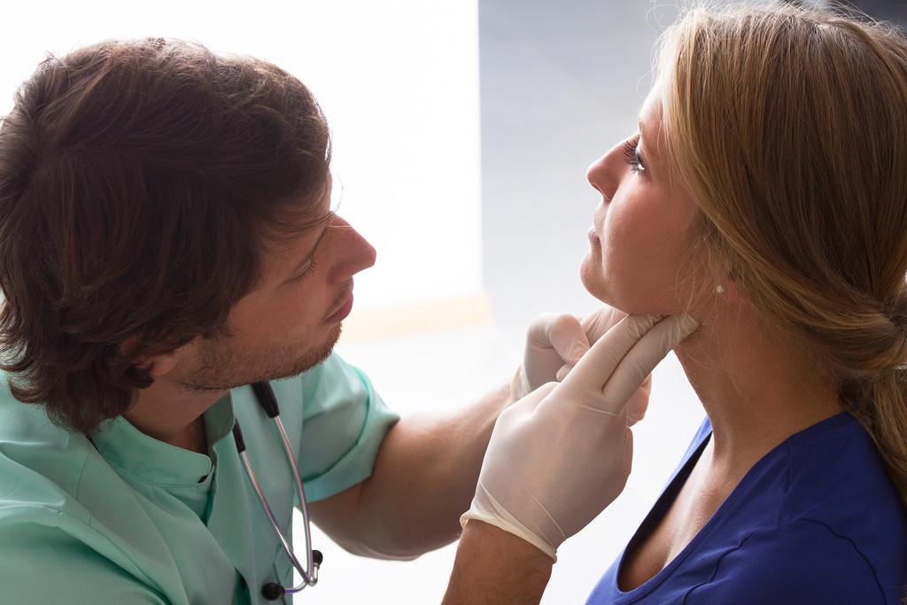 Magas vérnyomás torokban gombóc érzés nyaki nyirokcsomó megnagyobbodás