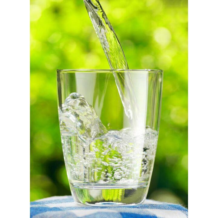 magas vérnyomás esetén egy pohár vizet)