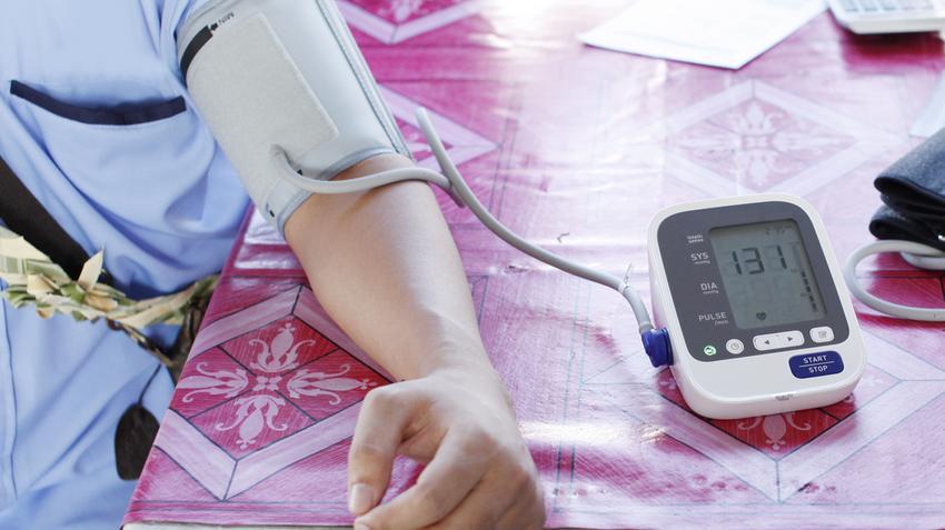 orrfolyás magas vérnyomással