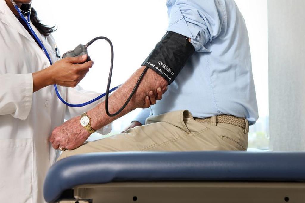 a rosszindulatú magas vérnyomás tünetei