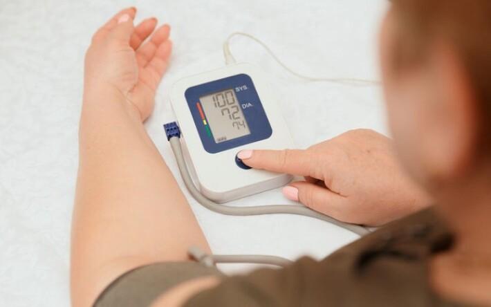 súlyos magas vérnyomás