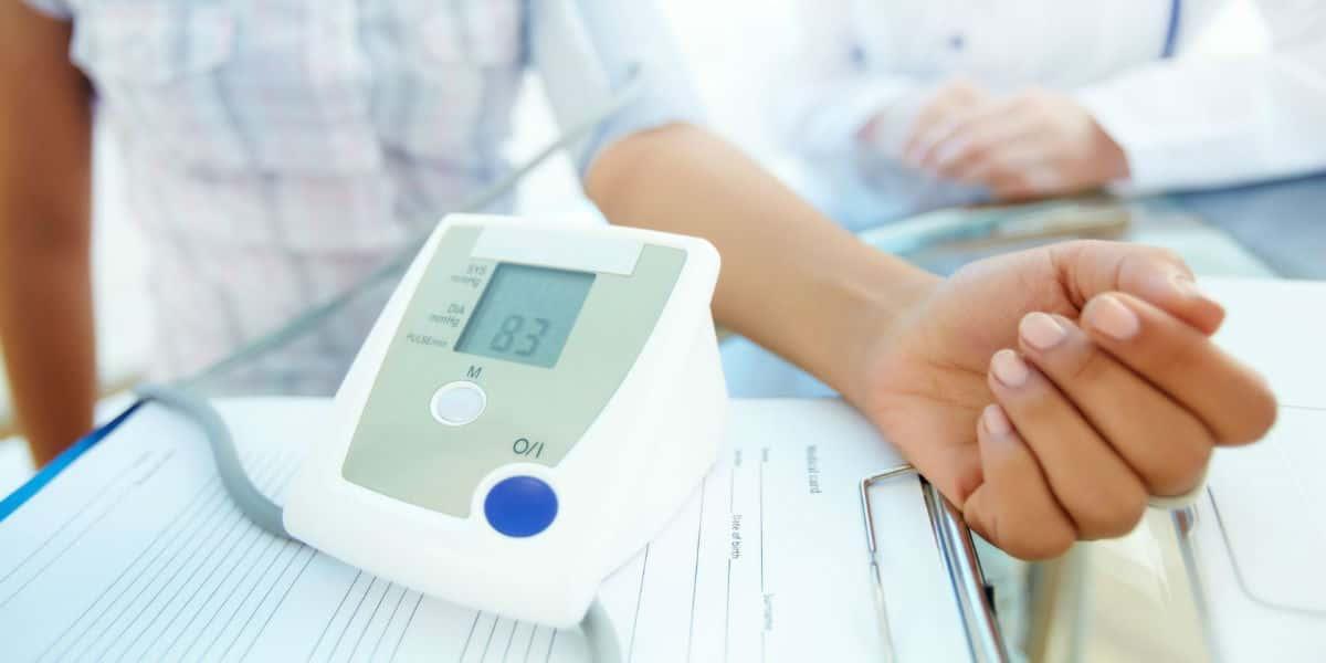 a magas vérnyomásból származó perinevának)