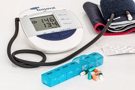 a magas vérnyomást kezelik vagy nem kezelik