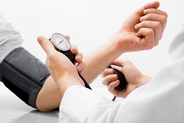 ellenőrizetlen magas vérnyomás kezelés)