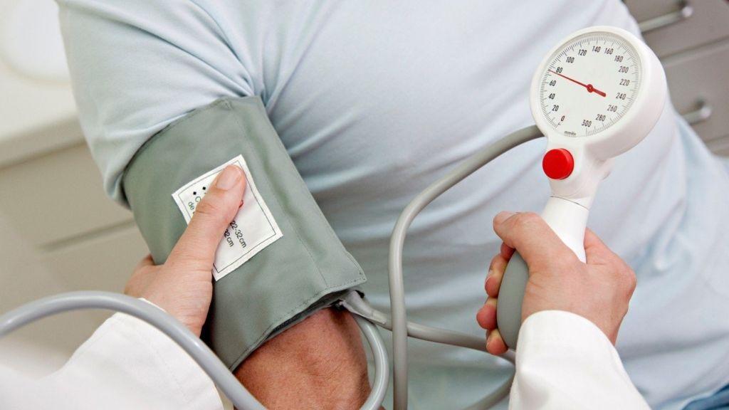 magas vérnyomás esetén a pulzus feszült hogyan kell kezelni a magas vérnyomást időseknél