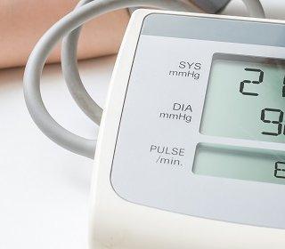 magas vérnyomás hányinger hogyan lehet