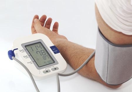 átmeneti magas vérnyomás)