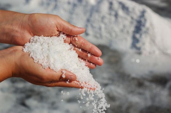 magas vérnyomású víz és só)