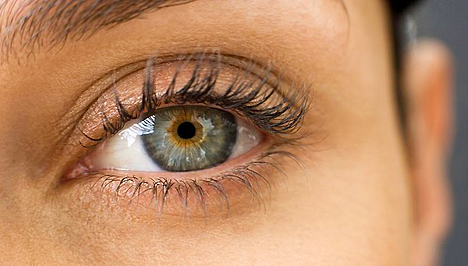 duzzanat a szem alatt magas vérnyomás esetén)