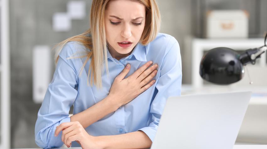 Az EKG felfedi a magas vérnyomást)