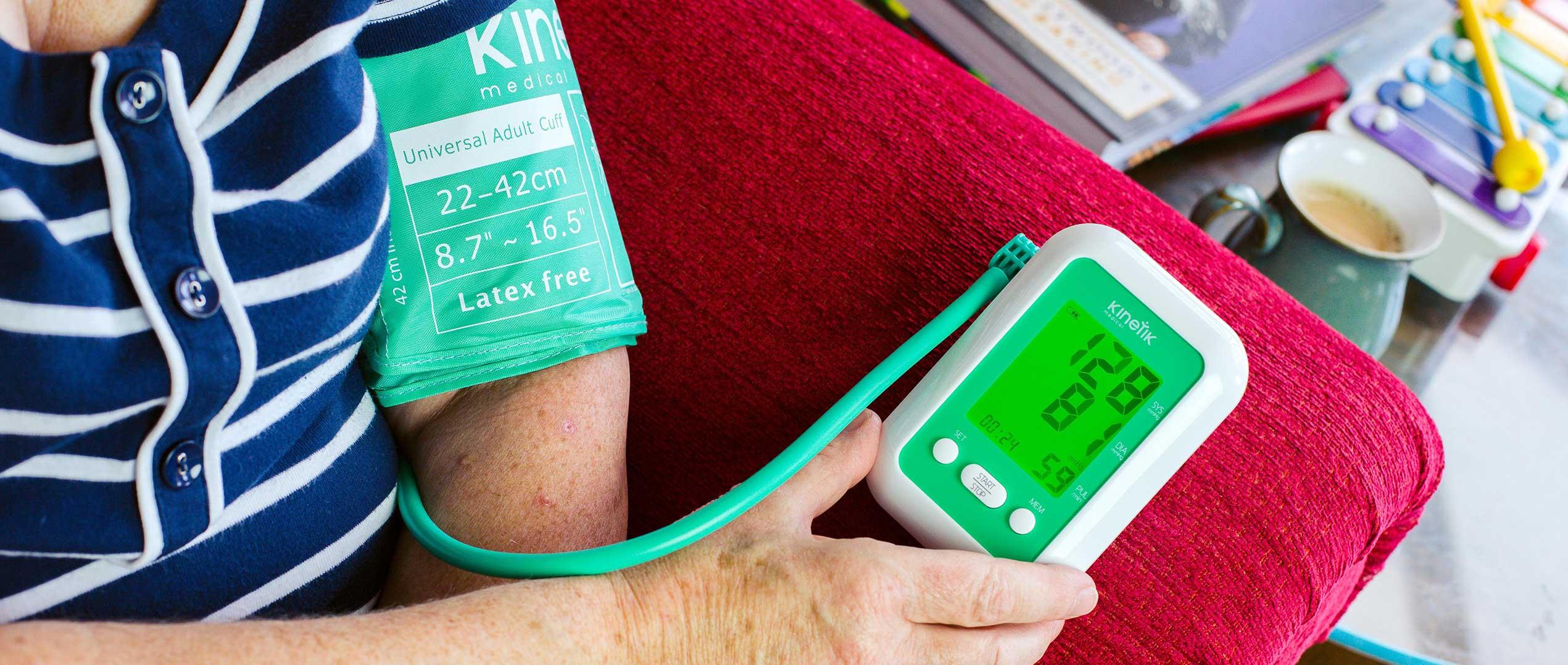 sürgősségi otthoni ellátás magas vérnyomás esetén
