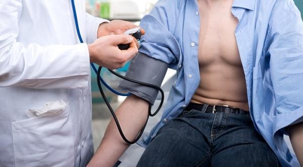 a hipotenzió és a magas vérnyomás okai)