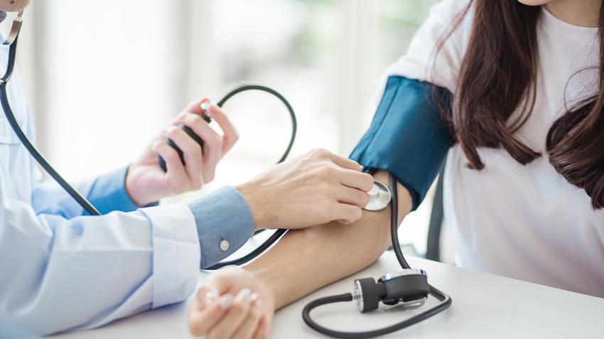 egyensúlyvesztés magas vérnyomás esetén)