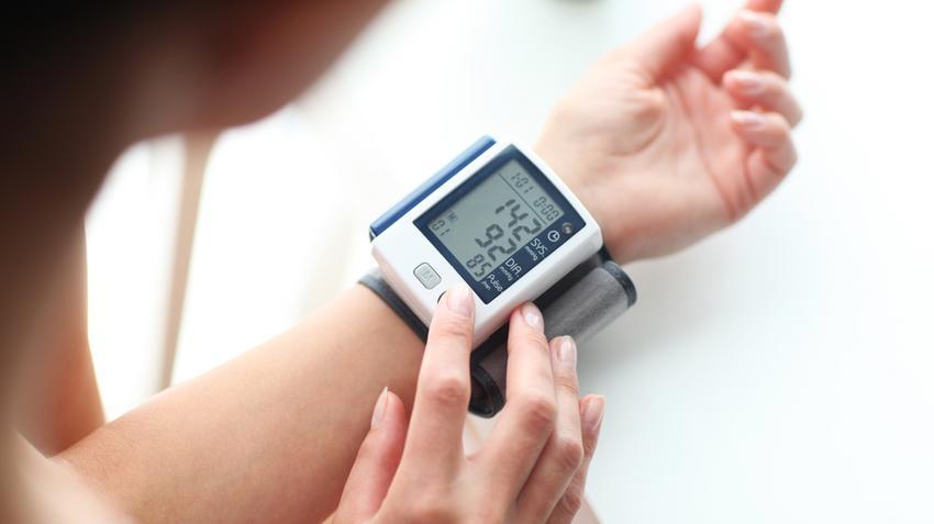 minden fokú magas vérnyomás-mutató